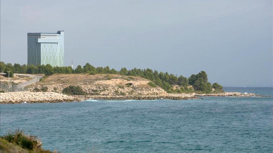 Sarcófago que cubre la antigua central nuclear de Vandellós I, en Tarragona.