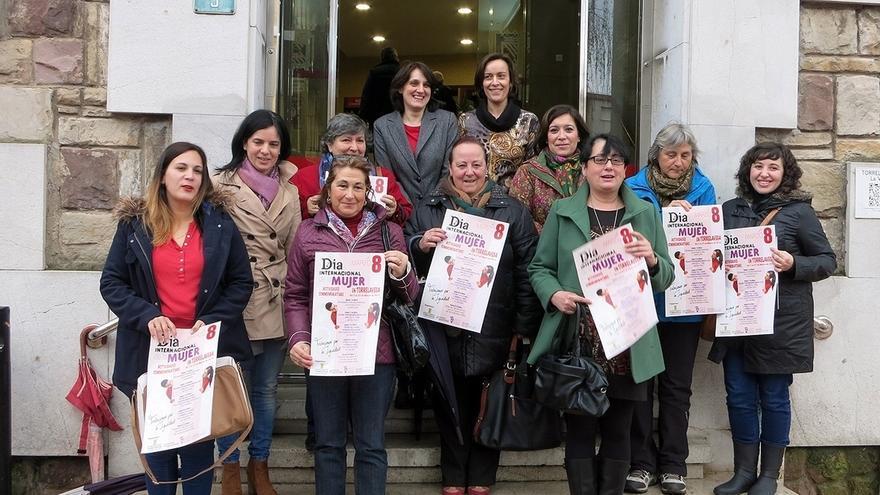 Torrelavega celebra el Día de la Mujer con una concentración en el Bulevard y la lectura de un manifiesto