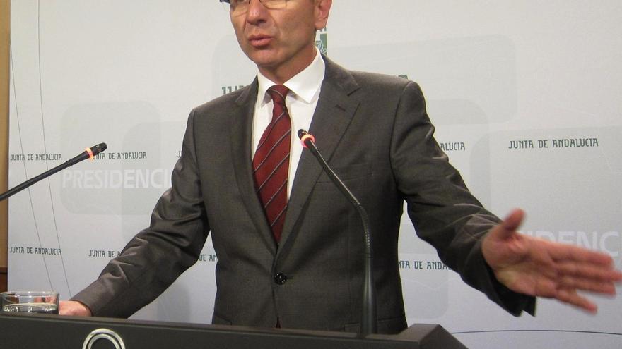 """La Junta subraya las """"limitaciones"""" de un gobierno en funciones para nuevas medidas que mejoren servicios públicos"""