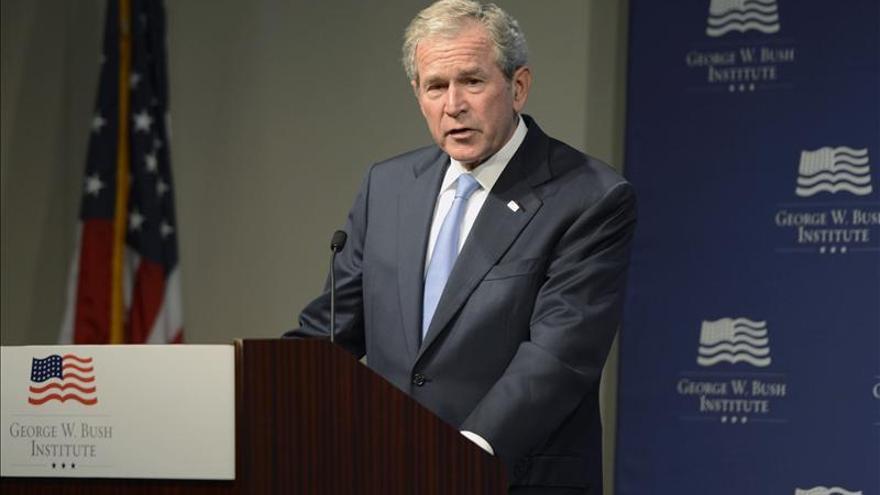 George W. Bush se operó de la espalda por un problema discal