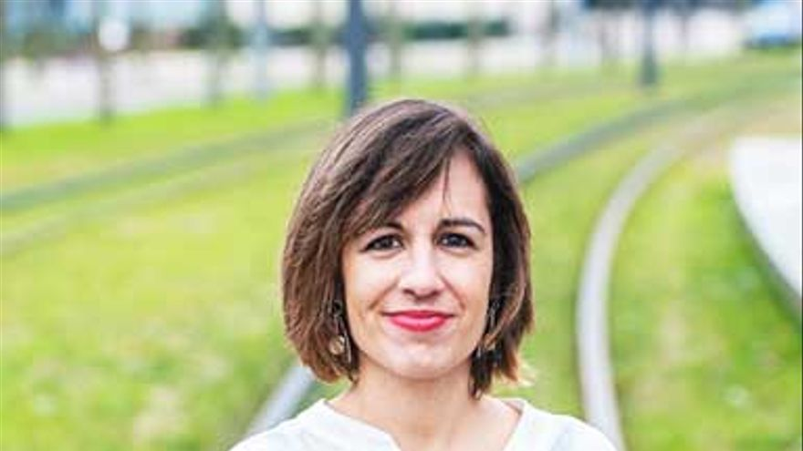La escritora y profesora Katixa Agirre reflexiona en la Azoka sobre el sexismo audiovisual.