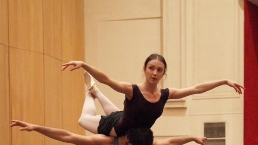 Igor Yebra y Oxana Kucheruk estrenan en el Teatro Arriaga 'Pipi Bailarina'