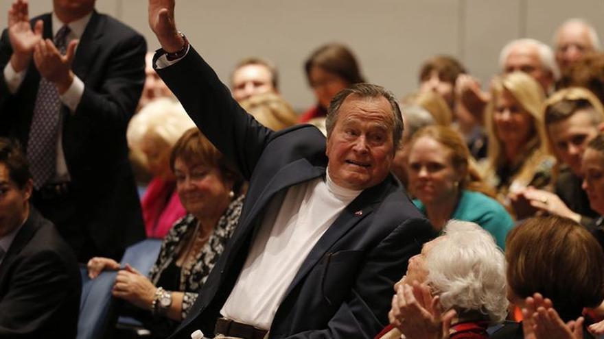El expresidente Bush padre vuelve a ingresar en un hospital por una leve neumonía