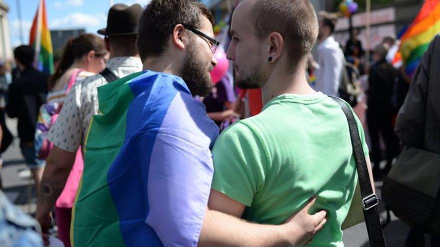 Centenares de homosexuales se manifiestan por la igualdad de derechos en Polonia