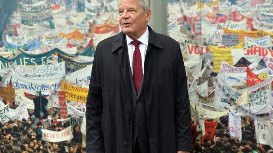 Los jefes de los partidos de la coalición de Merkel discuten el candidato a la presidencia