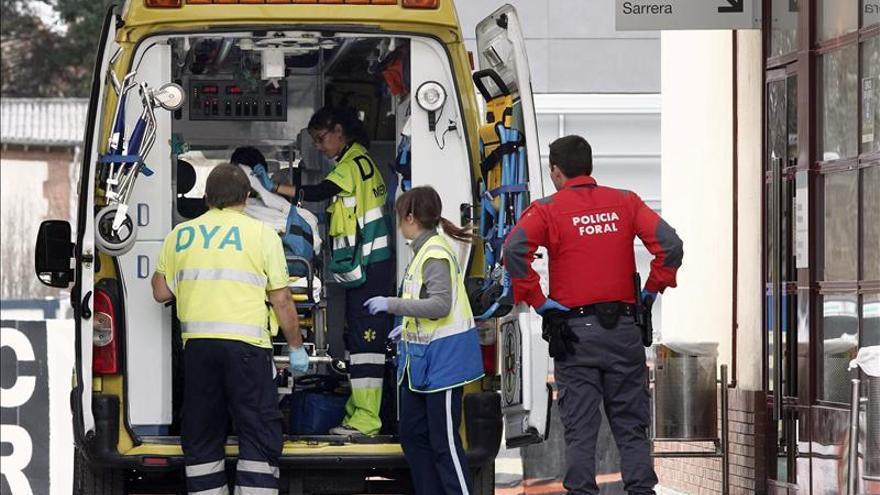 Dos personas mueren en Navarra al chocar dos turismos y una motocicleta