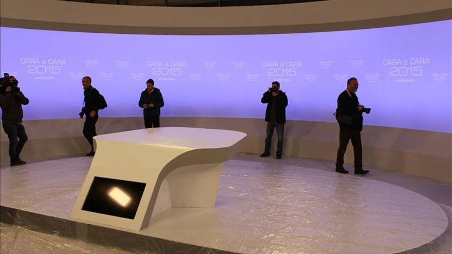 Todo listo en la Academia de Televisión para el debate entre Rajoy y Sánchez