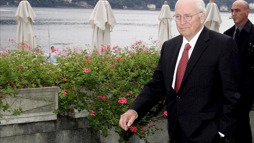 """Cheney, """"dolido"""" por disputa pública entre sus hijas sobre el matrimonio gay"""
