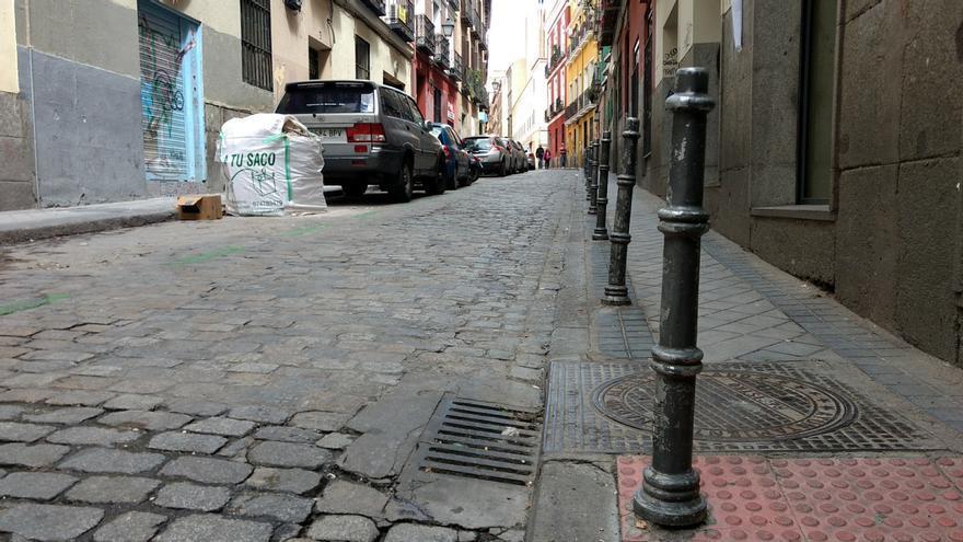 Bordillos y adoquinado en la calle San Dimas   SOMOS MALASAÑA