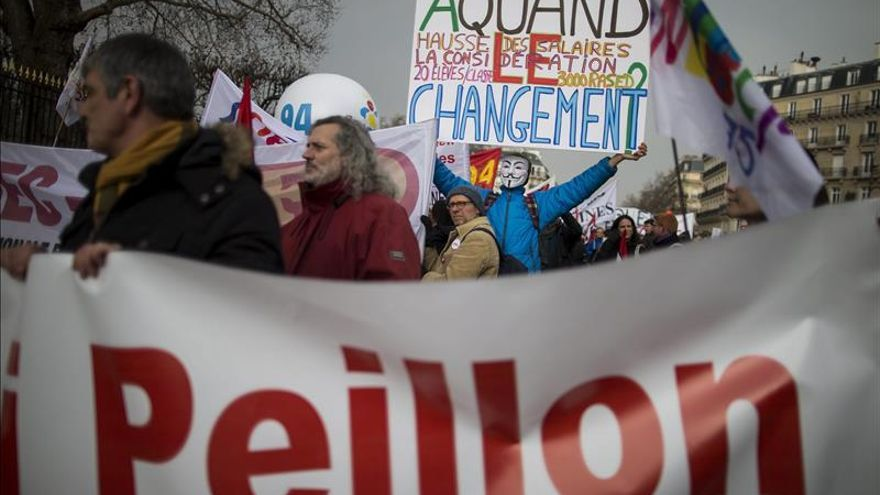 Cinco sindicatos protestan hoy contra la reforma educativa de Hollande