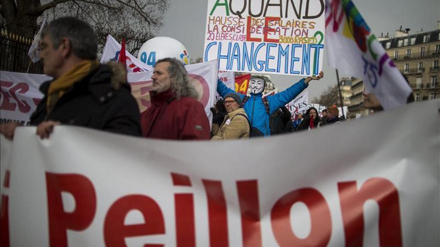Cinco sindicatos protestan hoy contra la reforma educativa de Hollande