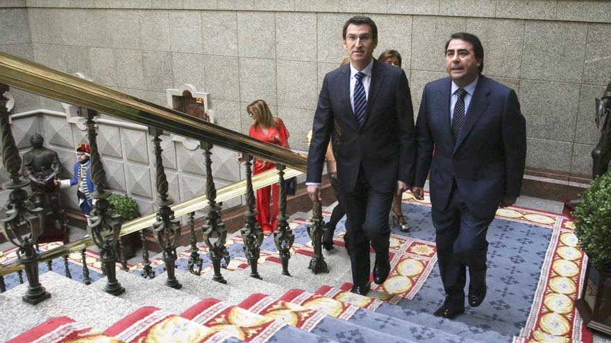 Feijóo con el alcalde de A Coruña, el ayuntamiento más endeudado de Galicia