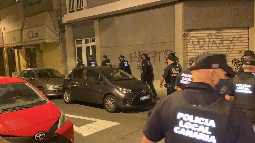 La Policía Local de Santa Cruz de Tenerife levanta más de 200 actas por no llevar mascarilla o hacer botellón
