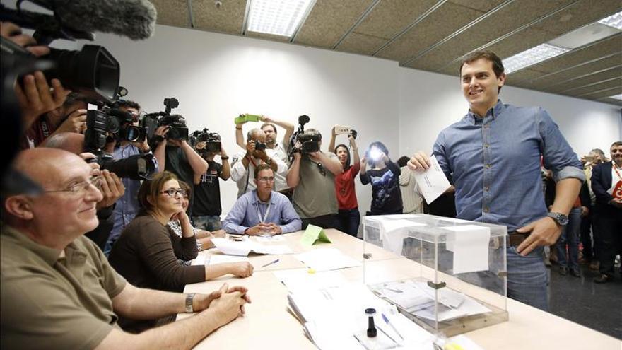 Rivera espera a conocer los primeros datos de las elecciones en un hotel madrileño