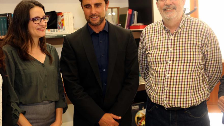 La vicepresidenta de la Generalitat, Mónica Oltra, Hervé Falciani, y el Conseller de Transparencia, Manuel Alcaraz.