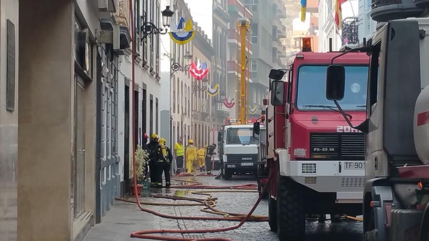 El incendio ha sido controlado en la mañana de este sábado. Foto: LUZ RODRÍGUEZ.