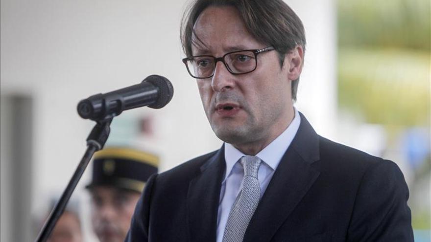 La embajada de Francia en El Salvador realiza un homenaje a las víctimas de los atentados