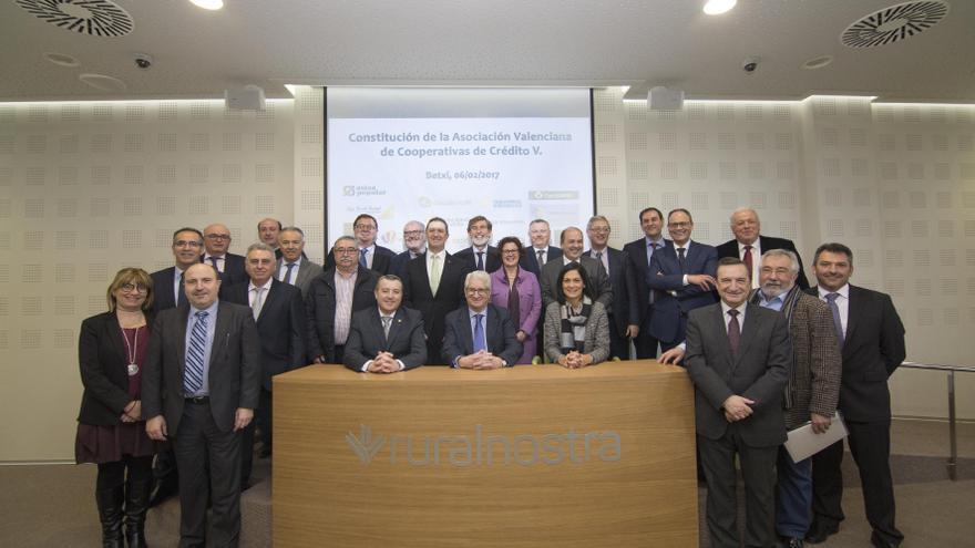 Las cooperativas de crédito valencianas independientes han constituido la Asociación Valenciana de Cooperativas de Crédito .