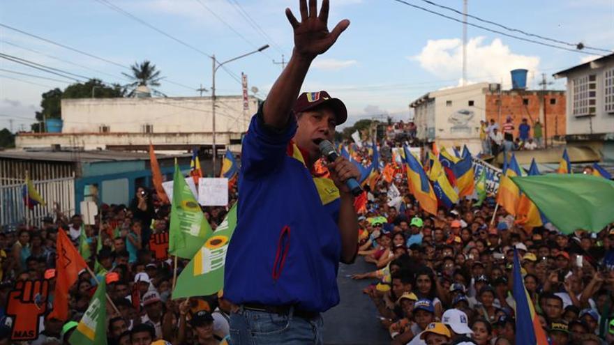 """El candidato venezolano Falcón cierra campaña pidiendo """"defender"""" el voto"""