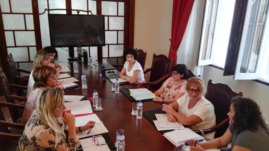 Reunión celebrada con la adjunta al Diputado del Común, Milagros Fuentes.
