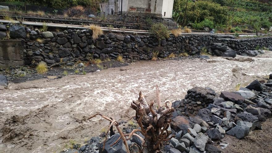 Barranco de Las Angustias, este viernes, con caudal.