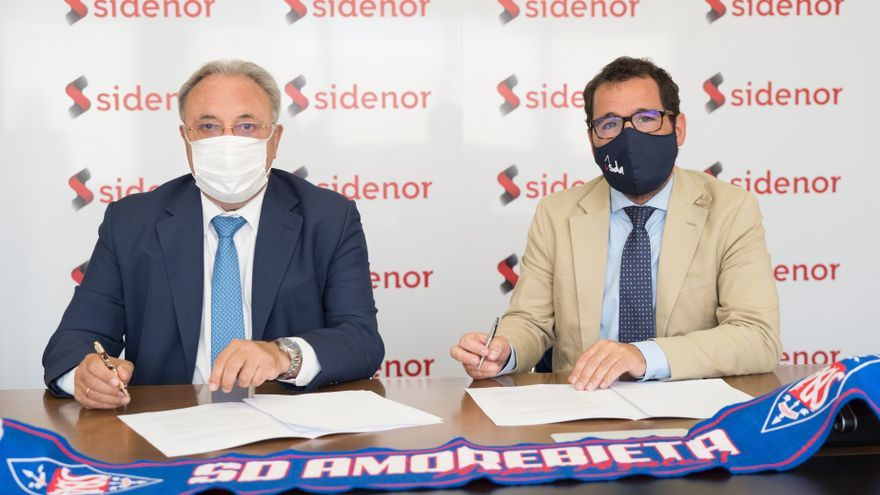 José Antonio Jainaga, Presidente de Sidenor, y Jon Larrea, Presidente de la SD Amorebieta, firman el acuerdo de patrocinio.