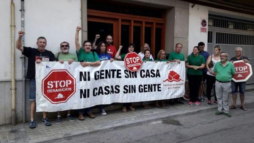 Protesta de la PAH contra un desahucio.