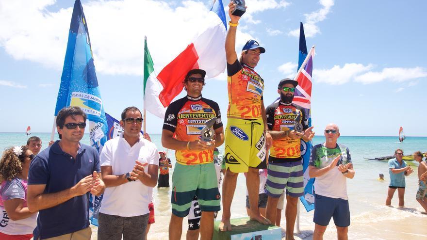 El francés Antoine Albeau, ha vuelto a ser el más rápido en las aguas de Fuerteventura.