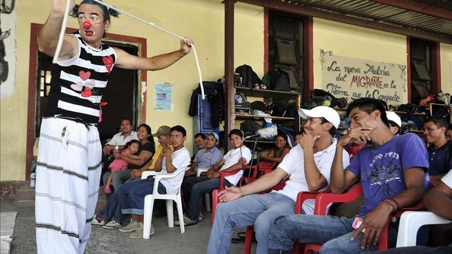 """El español Álvaro Neil, el """"biciclown"""", ofrece su primer espectáculo en América"""