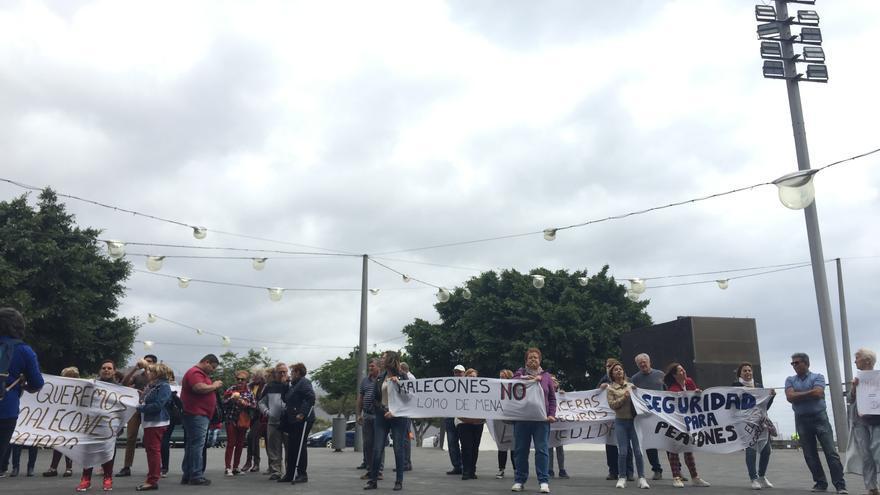 Otro momento de la movilización vecinal de este viernes contra el proyecto del Cabildo para la TF-28