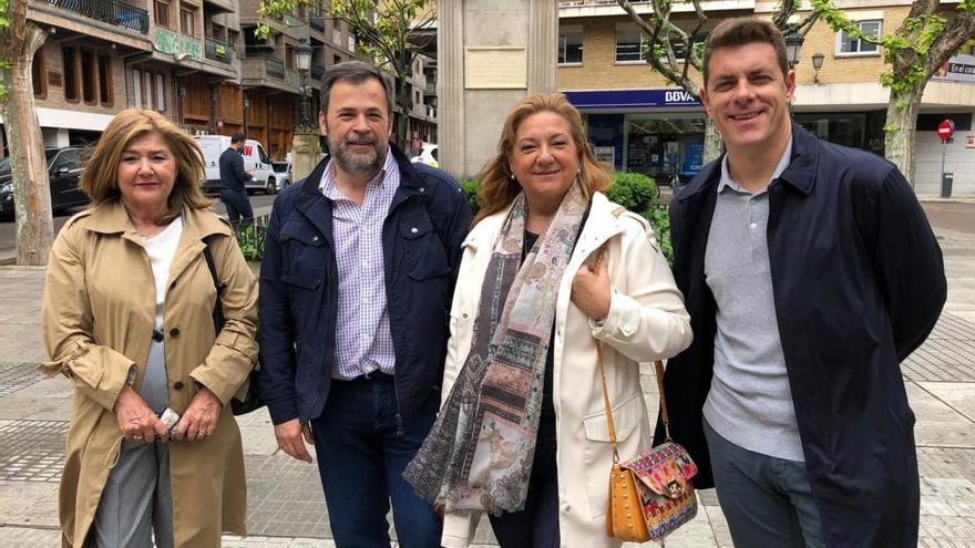 José Luis Cadena, segundo por la izquierda, encabezará el grupo de Ciudadanos en el Ayuntamiento de Huesca.