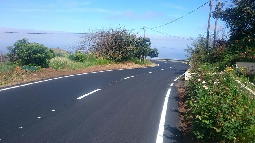 En la imagen, tramo de la carretera LP-103 de acceso al Cubo de La Galga, en Puntallana, recientemente repavimentada.