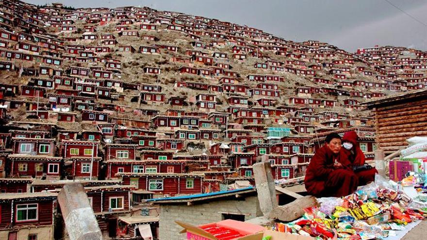 Comienzan demoliciones y desalojos forzosos en el mayor monasterio del Tíbet