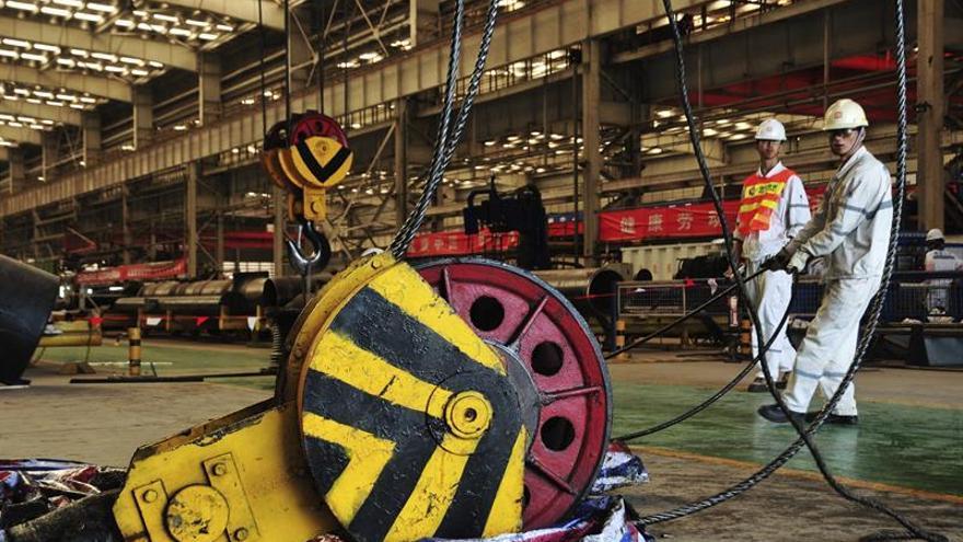 La actividad de la industria y los servicios de China se aceleró en noviembre
