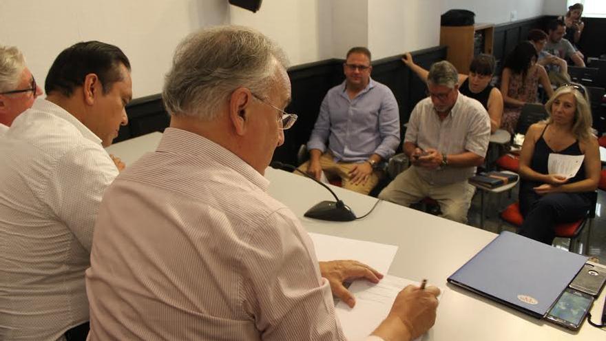 Firma del acuerdo entre los grupos empresarial y universitario Jordi Gruart Rodriguez Osuna Mérida