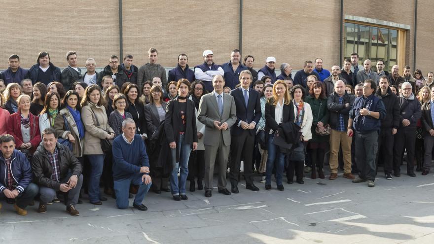 Fotografía de grupo con los trabajadores contratados en Santander.