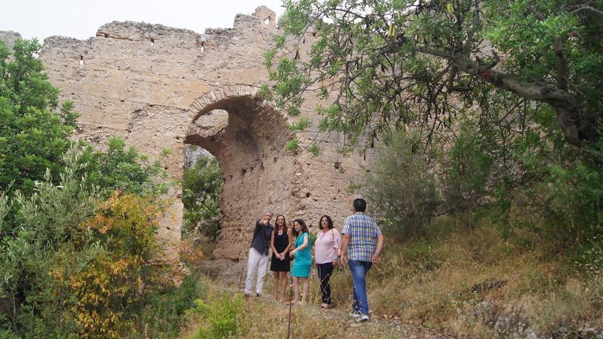 Maria Josep Amigó y Jordi Xavier Vicedo en el Castillo de Corbera
