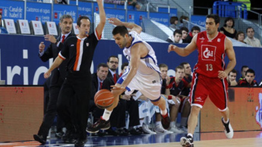 Felipe Reyes del Real Madrid contra el CAI Zaragoza