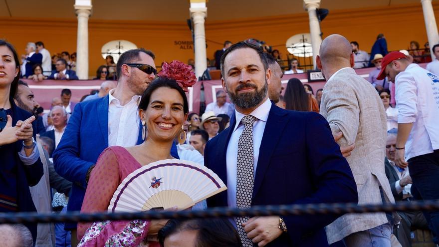 Rocío Monasterio y Santiago Abascal, en una corrida de toros.