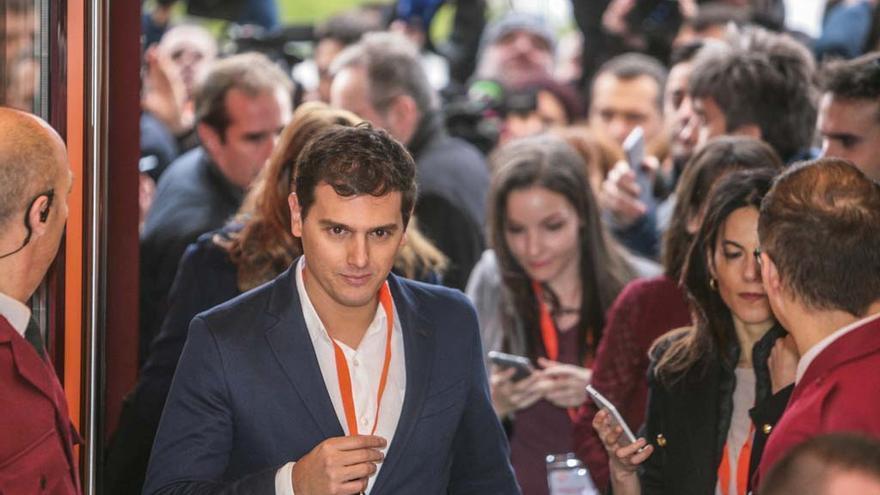 Albert Rivera, entrando en el congreso de Ciudadanos. Foto: Juan Barandica