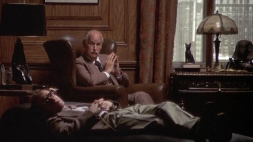 Woody Allen en el psicólogo en una escena de 'Annie Hall'