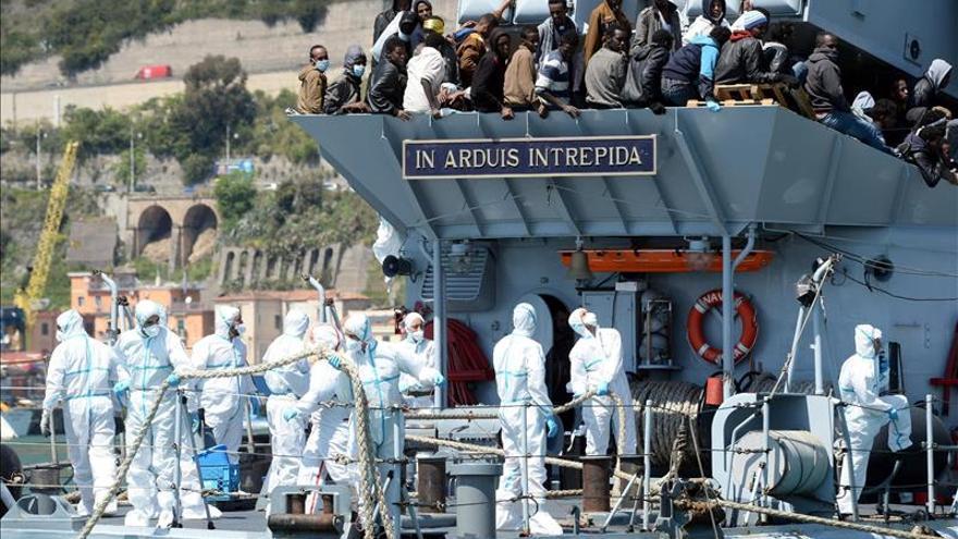 Imagen de archivo de migrantes y portenciales refugiados llegan a Italia. / Efe.