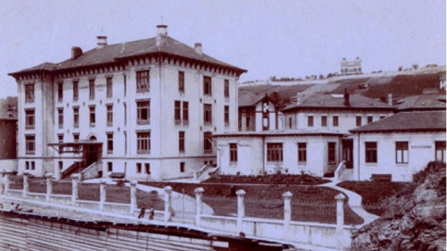 En 1896 el doctor Madrazo trasladó el sanatorio de Vega de Pas a Santander. Durante los años en que permaneció activo fue uno de los centros médicos más avanzados de España y de Europa.