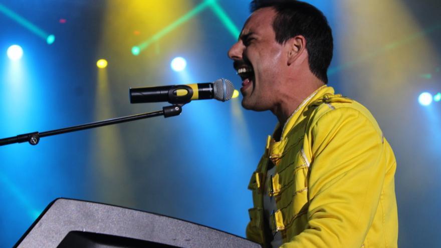 Pablo Padín tiene un gran parecido físico al desaparecido Freddie Mercury. Foto: JOSÉ AYUT.