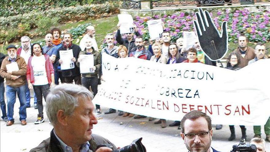 """El alcalde de Vitoria acusa al resto de partidos de """"consentir"""" el fraude en las ayudas"""