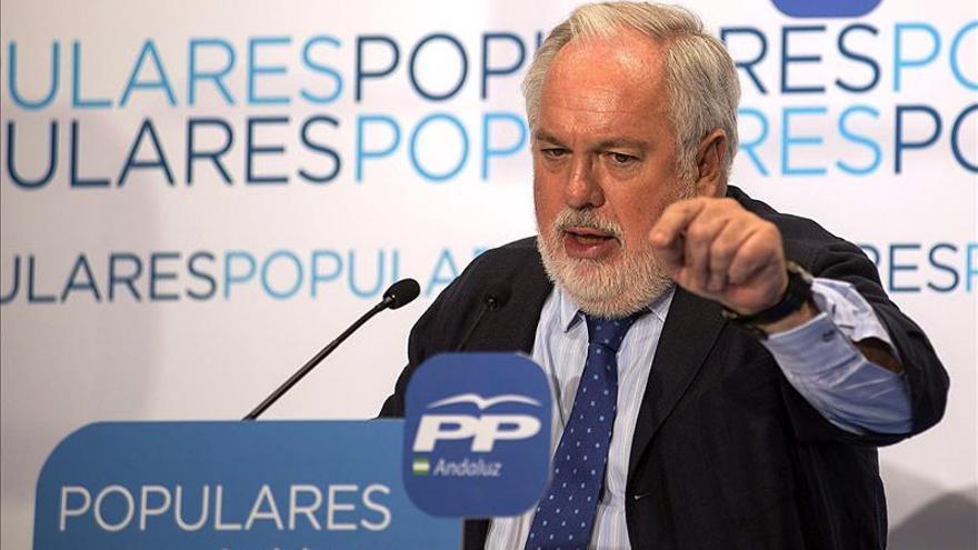 Cañete asegura que el PSOE convirtió a España en el problema de la UE
