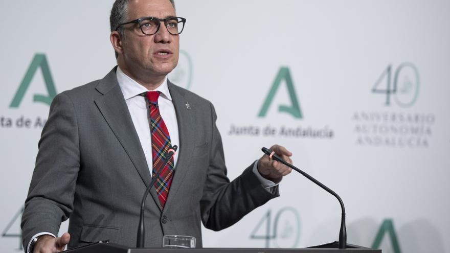 El consejero de la Presidencia, Administración Pública e Interior y portavoz del Gobierno andaluz, Elías Bendodo, durante su intervención en la rueda de prensa posterior a la reunión semanal del Consejo de Gobierno. En Sevilla, a 21 de diciembre de 2020.