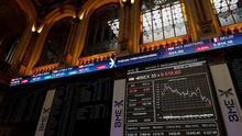 El IBEX cae un 1,03 por ciento a mediodía lastrada por la banca y las bolsas europeas