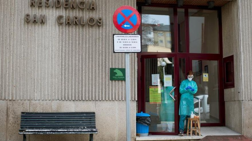 La UME procede a la desinfección de la residencia de mayores en Celanova
