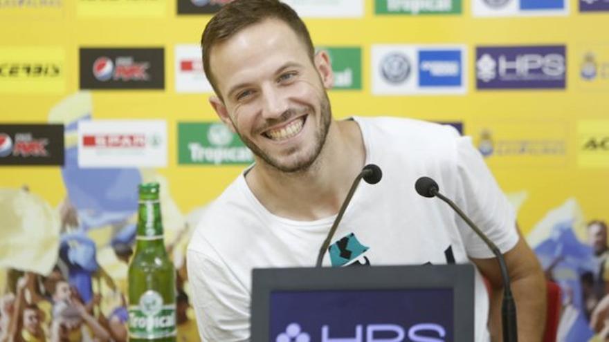 El centrocampista de la UD Las Palmas, Javi Castellano, en una rueda de prensa. (Página oficial UD Las Palmas).